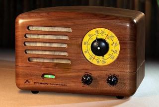 Radioodbiornik w stylu retro