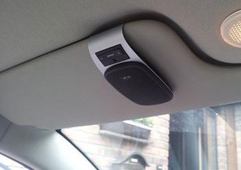 Zestaw głośnomówiący Bluetooth w samochodzie